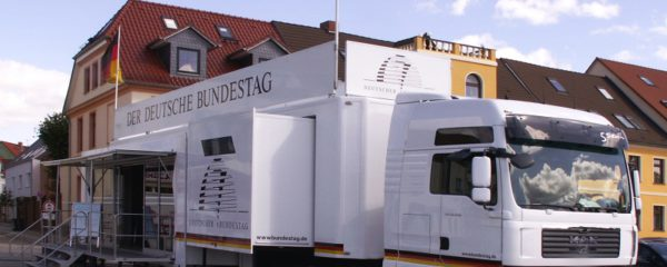 Im Mai 2019: Infomobil des Bundestages in Attendorn