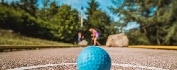 Minigolf spielen und spannender Stadtrundgang