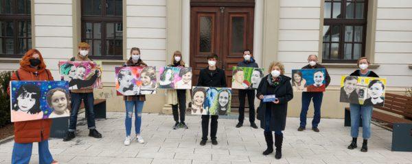 """""""We remember"""" als Dauerausstellung im Rathaus"""